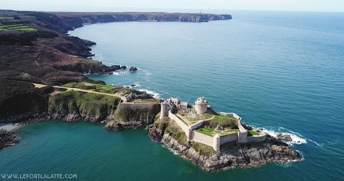 château de la Roche Goyon vue du ciel